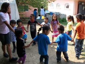 kids-in-yard