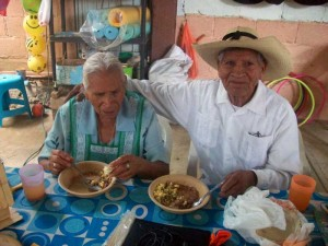 old-couple-eats
